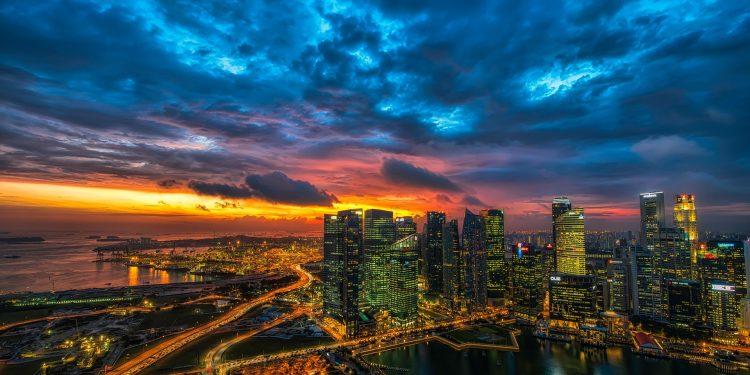 Wunder bei Nacht im Licht der Skyline
